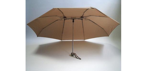 カップルにはぴったり!「ツインアンブレラ(折たたみ傘)」(2980円)