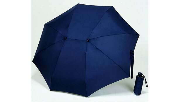 ネイビーの色も。折りたたみ式なので持ち運びにも便利