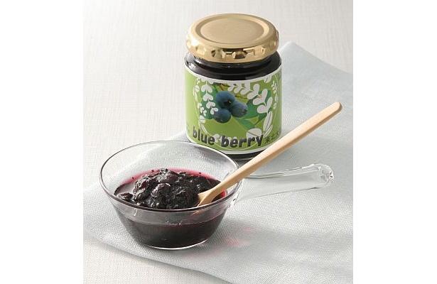 大学の農場で無農薬栽培したブルーベリーを使った東北大学の「ブルーベリージャム」(140g500円)