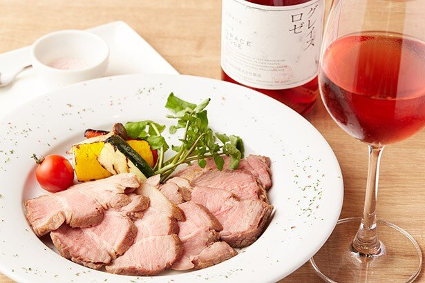 VINOSITY(ヴィノシティ)の「富士桜ポークとグレイスロゼの桃色セット」(1900円)では、山梨産のポーク&ワインを堪能できる