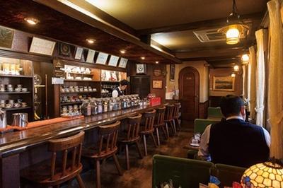 「自家焙煎珈琲  蘭館」の店主・田原照淳さんは、コーヒーの味や香りを見極めるカッピングの大会で日本チャンピオンに輝く