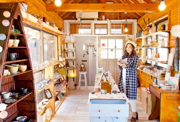 福岡近郊の作家が手作りした器やバッグ、アクセサリーなどが並ぶ「en」。お気に入りの雑貨を探してみよう