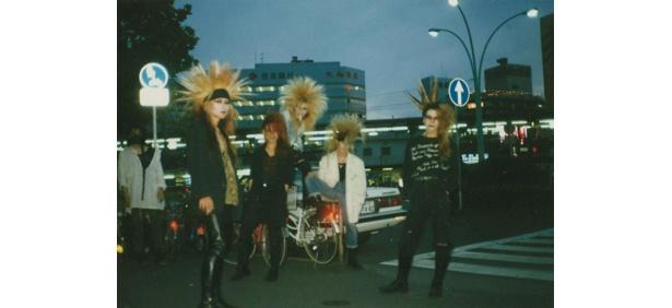 インディーズ時代。左から、HIDE、PATA、TAIJI、TOSHI、YOSHIKI