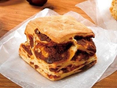 メープルの豊かな風味が口いっぱいに広がる「メープルビスケット 発酵バター入り」(135円)