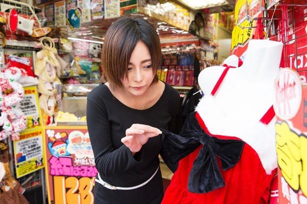 赤×黒の配色でクールビューティーな雰囲気を演出できる、PARTYDOLL クールサンタ(3218円)