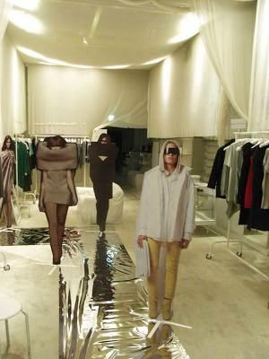 08年秋冬コレクションを「だまし絵」でリアルに表現