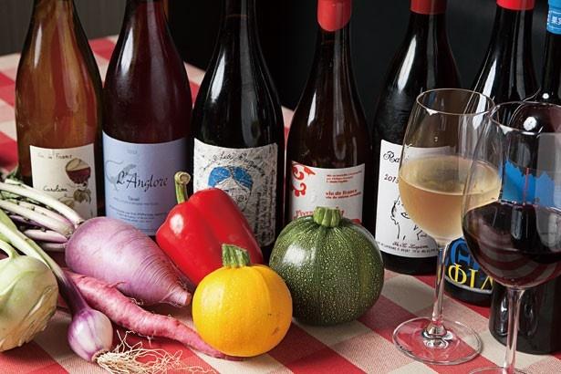 オーガニックワインやヴァンナチュール、「樽生スプマンテ」(グラス580円~)などを取りそろえる、有機野菜とオーガニックワインバル SOYA 銀座