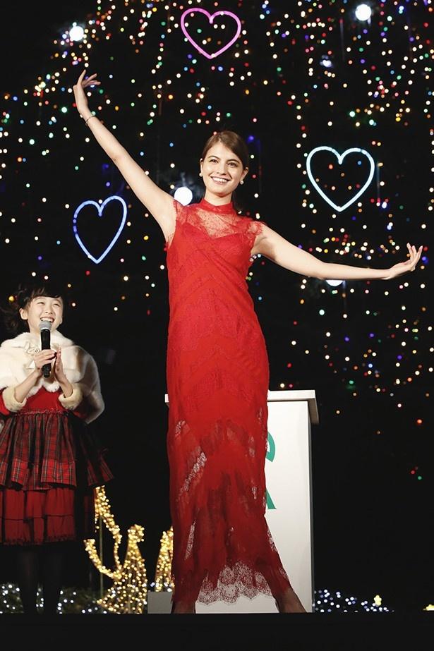 中山競馬場で行われたクリスマスイルミネーション点灯式に出席したマギー