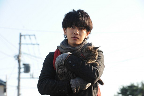 映画「世界から猫が消えたなら」主演の佐藤健とキャベツを演じたパンプくん