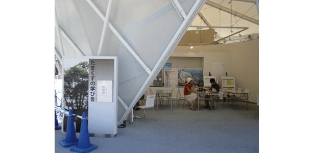 たますくの学び舎そば、たまくす休憩所です。屋根付きがうれしい
