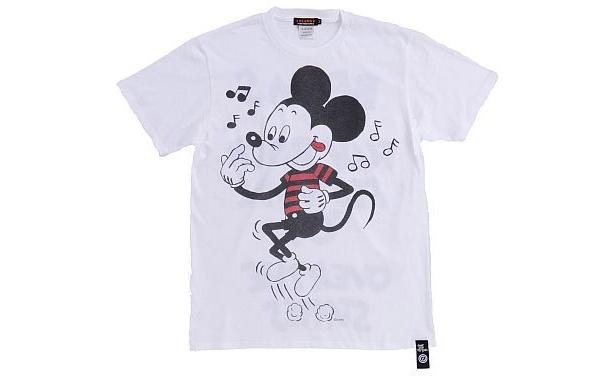 ロックなミッキーマウスが描かれた「OVER THE STRiPES×BEAMSのミッキーマウスTシャツ」(WHITE・表)