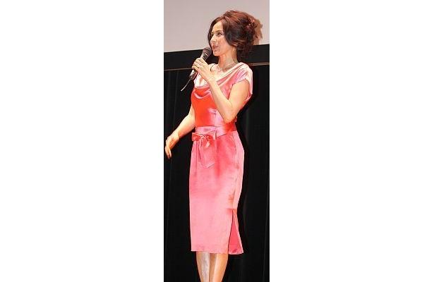 セクシーなドレス姿の杉本彩さん【ほか会見画像】