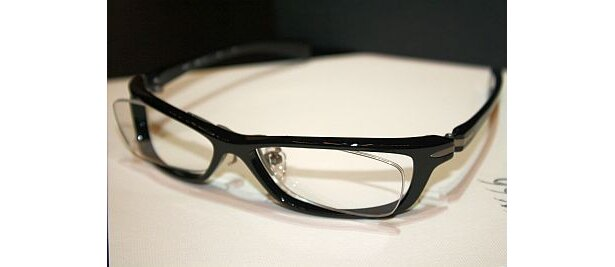 """男のやんちゃ買い推進委員会推薦「999.9(フォーナインズ」。""""眼鏡は視力矯正具である""""をコンセプトに開発されたブランド"""
