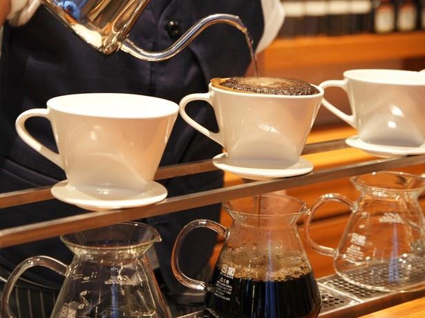ハンドドリップで1杯ずつ丁寧にいれたコーヒーでぜいたくな時間を