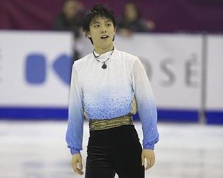 公式練習での浅田真央。ショートプログラム「素敵なあなた」