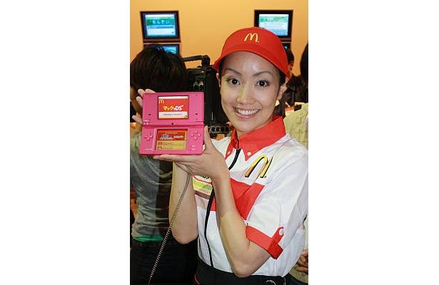 マクドナルド店内でニンテンドーDSを利用すると、人気ゲームの追加キャラクターやクーポンがもらえる
