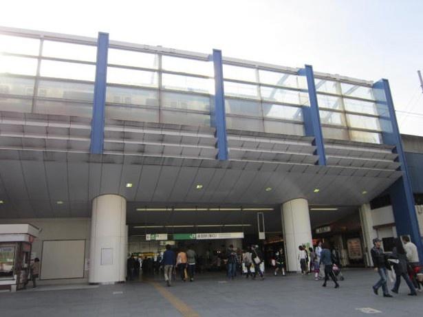 【写真を見る】赤羽駅東口は岩淵水門(青水門)がモチーフ