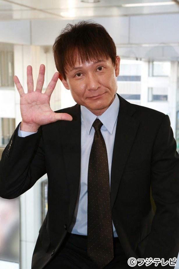 """「スカッとジャパン」で""""イヤミ課長""""を演じる木下ほうかがインタビューに答えた"""