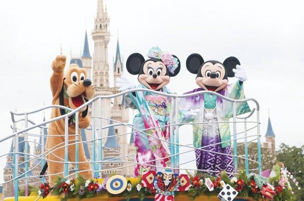 【写真を見る】東京ディズニーランドでは、1日2回のスペシャルグリーティングを実施