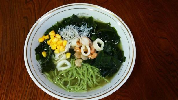 祭りをきっかけに復活した「湘南ラーメン」。鶏ガラとトンコツを合わせた伝統の中華スープに特製塩ダレを使用