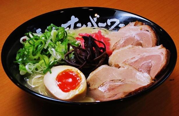 極細麺にあっさりながら豚の甘味をしっかりと出したコクのスープが人気の福岡・博多「長浜ナンバーワン」