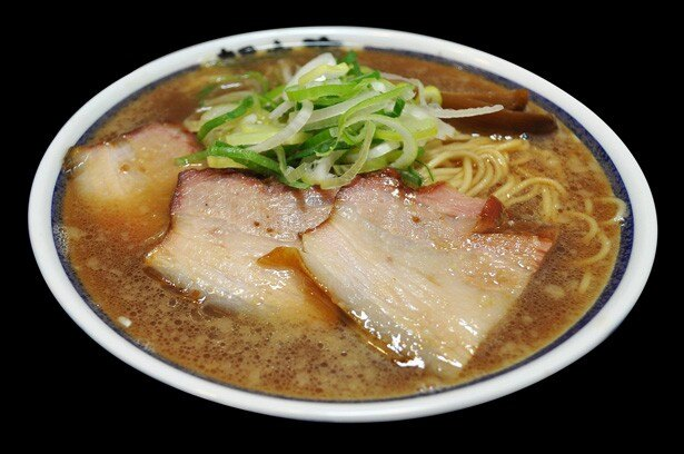 肉の旨味が凝縮された絶品のチャーシューがたっぷりの神奈川・川崎の「赤備」