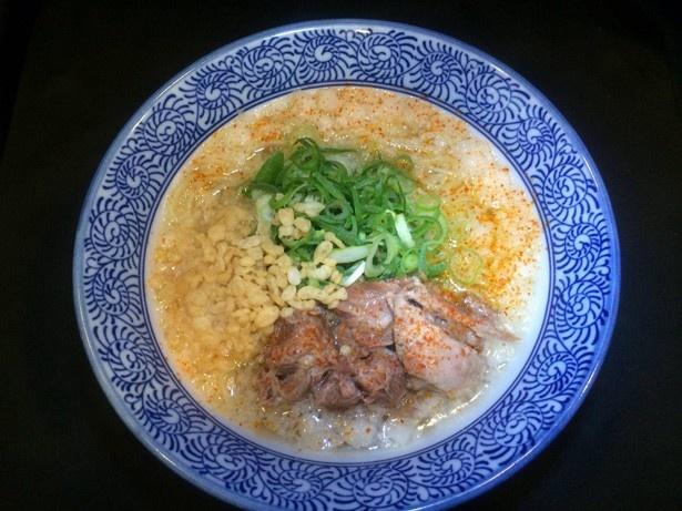 トロトロに煮込んだ豚バラ軟骨がたっぷりのっている塩清湯ラーメンが祭り限定で食べられる、大阪の「ぶたコング」