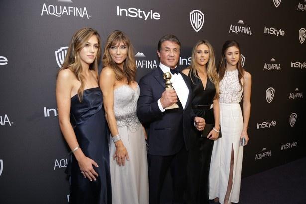 スタローンの受賞もさることながら、美人な妻と娘たちに注目が