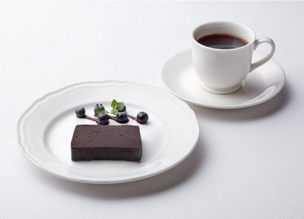 北島マヤをイメージして作られた「マヤ・プレート」(ドリンク&ケーキ・1296円)※予定価格