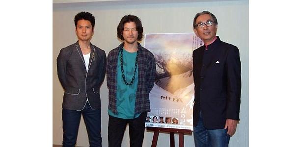 写真右から木村大作監督、浅野忠信、蟹江一平