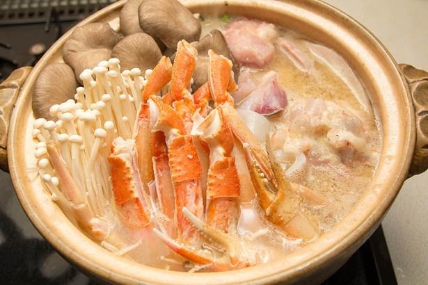 北海道の「ほっかい蟹鍋」は見た目も華やかなカニがのる