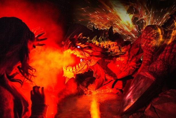 「モンスターハンター・ザ・リアル」等身大モンスターがゲストを容赦なく攻撃!(写真提供:ユニバーサル・スタジオ・ジャパン)
