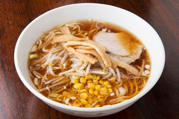 煮干しのうま味があふれるスープが魅力のラーメン。400円という値段も破格だ!