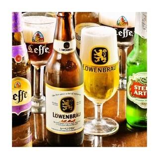 樽生ビールのほか、輸入ビールなどもバラエティ豊富にそろう