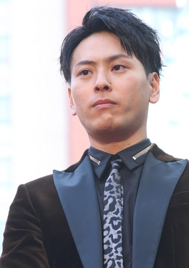 レオパート柄のネックレスがアクセントの山下健二郎