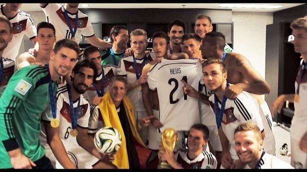 【写真を見る】メッシ率いるアルゼンチンを破り、W杯制覇を果たしたドイツ代表を描く「ディーマンシャフト」
