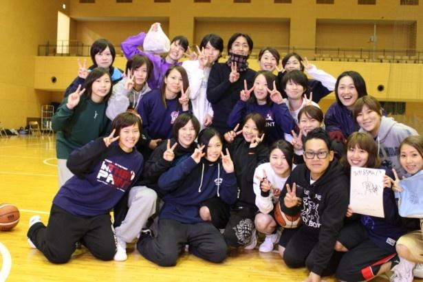 矢部浩之と宮川大輔が女子大学生とフリースローで対決!