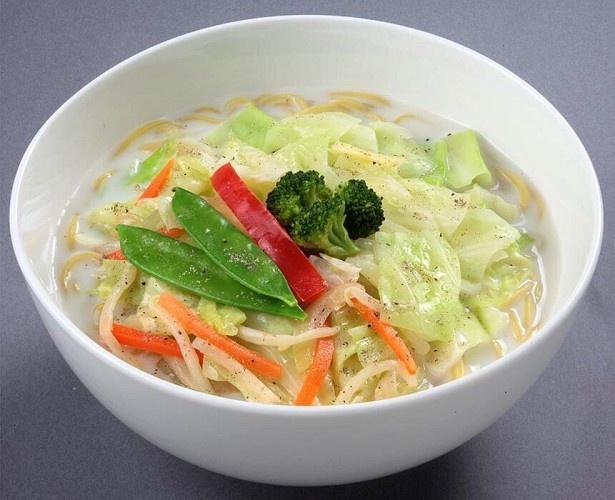 魚介だしと豚ガラの旨味を効かせたVege白湯の豆乳スープがトッピング野菜と相性抜群「豆乳スープの野菜タンメン」(498円)