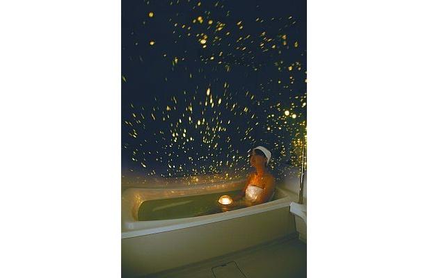 お風呂で熱帯魚が泳ぐ!?浴室用プラネタリウムが進化