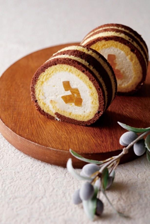 ラウンジ プレシャスで味わえる毎回好評のロールケーキ「さっぱちロール」(440円、イートインの場合サービス料別)。今年は、柚子ピールを加えて爽やかな味わいに仕上げた