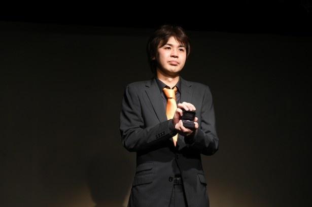 漫才ネタをしている最中、森田は突然彼女・Kさんの名前を呼びプロポーズへ、その手には…