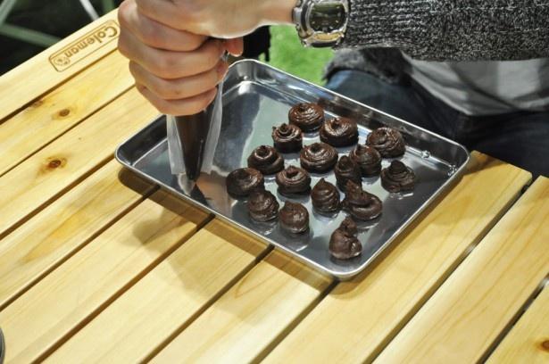高級チョコレートやバニラビーンズをふんだんに使った「トリュフ・ヴァニーユ」を作った
