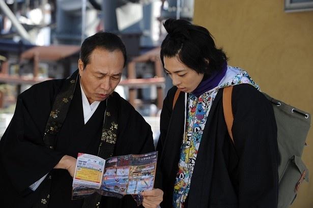 2月19日(金)放送の「スミカスミレ 45歳若返った女」で早雲はすみれの正体を暴こうと、慶和を連れ遊園地へ
