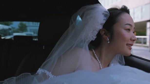 【写真を見る】黒木華がウェディングドレス姿を披露!
