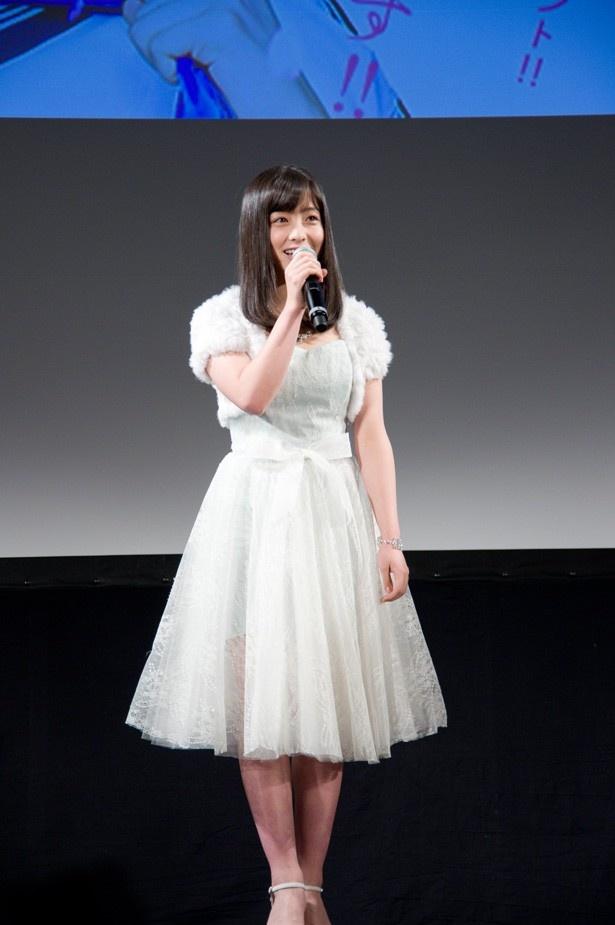 """【写真を見る】""""天使すぎる""""橋本環奈の全身ショット"""