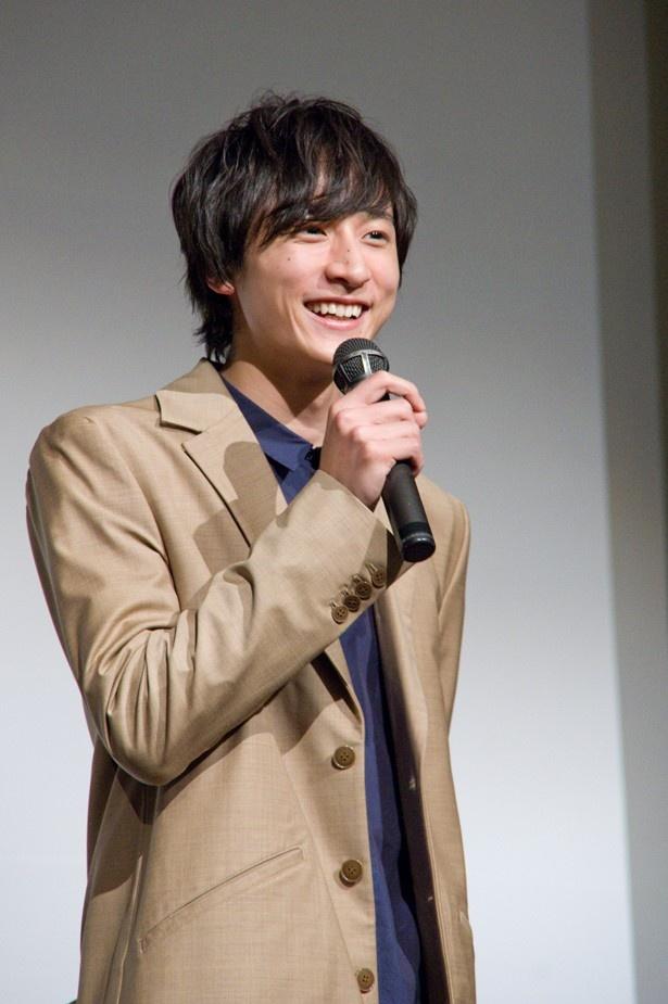 【写真を見る】「大好きです!」と満面の笑みで北海道愛をアピールした小関裕太