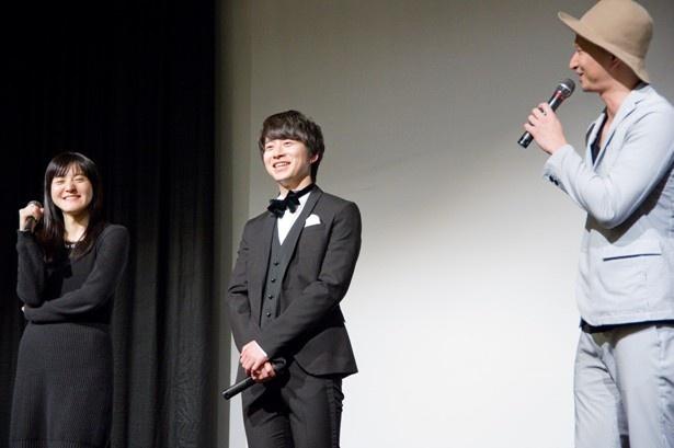 朝倉加葉子監督とともに2人が登場すると客席からは歓声が