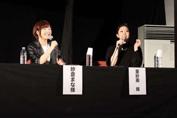 「ゆうばり国際ファンタスティック映画祭2016」の特別トークショーに登壇した紗倉まな、亜紗美(写真左から)