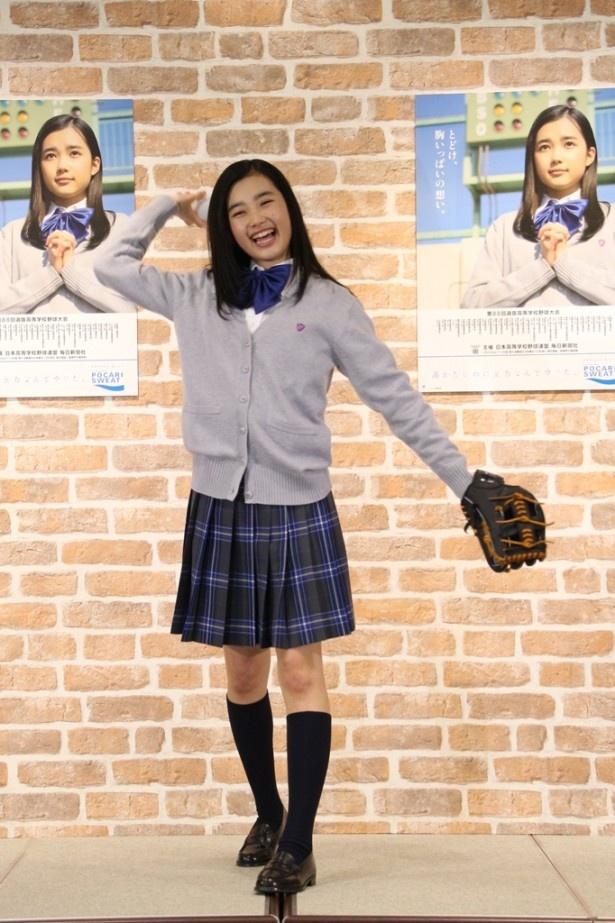 ミニスカート姿の井頭愛海さん