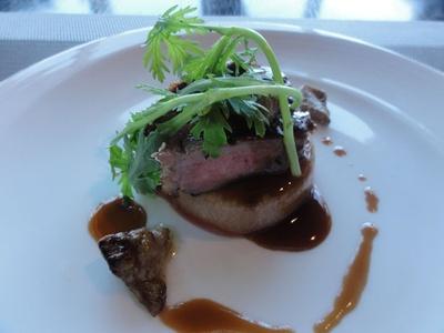 「姫路SORANIWA」にて。ジューシーなサーロインを使った肉料理